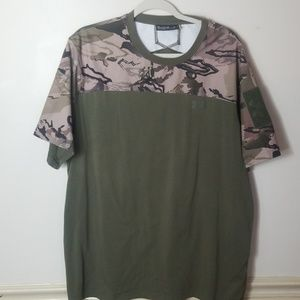Mens 2XL UNDER ARMOUR performance camouflage shirt